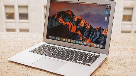 Apple: un MacBook Air economico e nuovi AirPods